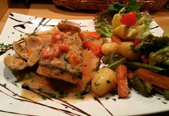 Ubstadt-Weiher, Deutschland: Fischteller mediterrané mit Gemüse