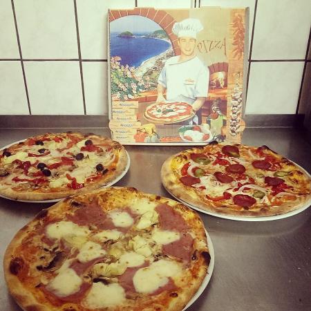 Ubstadt-Weiher, Deutschland: verschiedene Pizzen nach Wahl