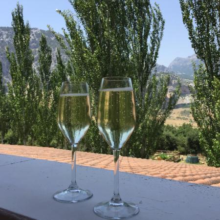 Hotel Fuerte Grazalema: Cava on arrival