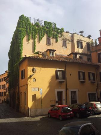 La Gensola in Trastevere : The building