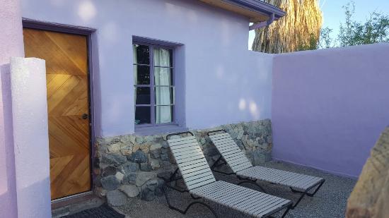 29 Palms Inn: Our private courtyard
