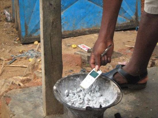 Mahajanga Province, Madagascar : Cellphone repairs in Mampikony
