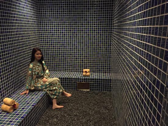 Steam Room - Picture of Retreat Spa at Eastparc Hotel, Depok ...