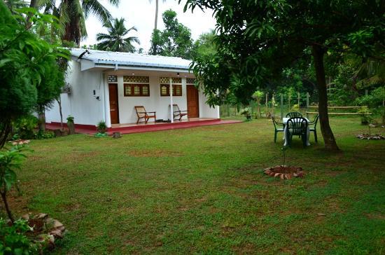 Talpe, Sri Lanka: OUR VILLA'S OUT SIDE