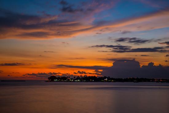 Hotel Pantai Gapura Makassar: Sunset