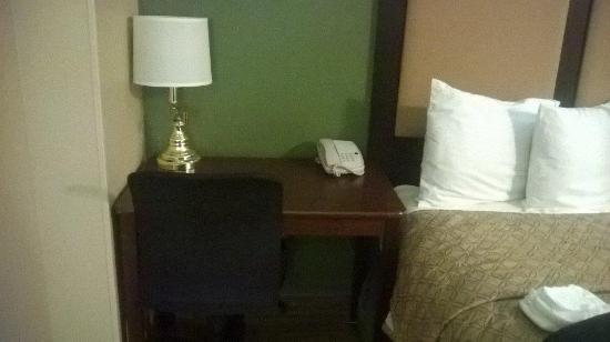 Extended Stay America - Fresno - North: Small desk and office chair