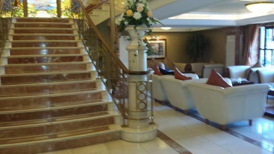 Killarney Plaza Hotel and Spa: Killarney Plaza elegant lobby