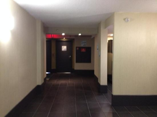 Holiday Inn Express Hotel & Suites Stamford: on the floor