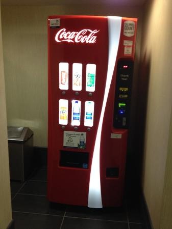 Holiday Inn Express Hotel & Suites Stamford: machine on all floor