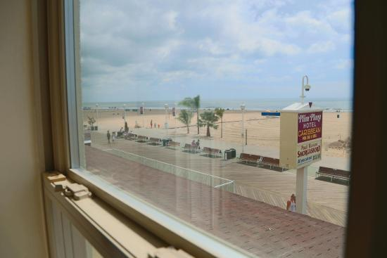 Plim Plaza Hotel: Direct oceanfront rooms available