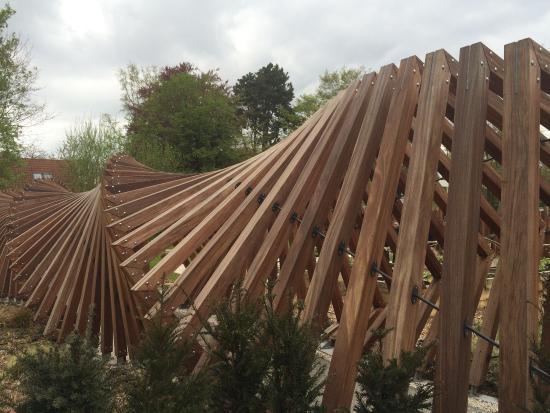 Uvres caract ristiques du parc mallet stevens picture for Le jardin le moulleau