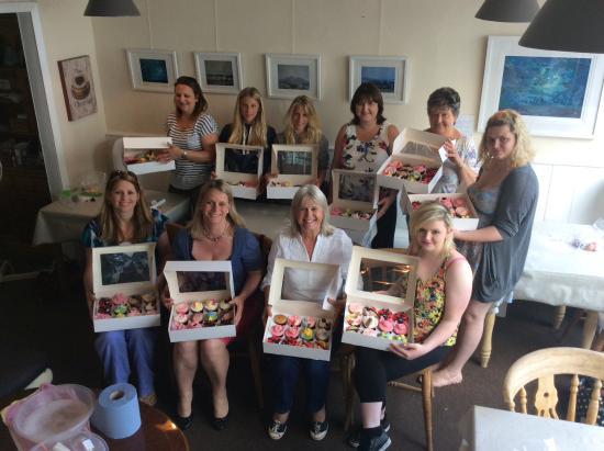 North Tawton, UK: We also do cake decorating classes