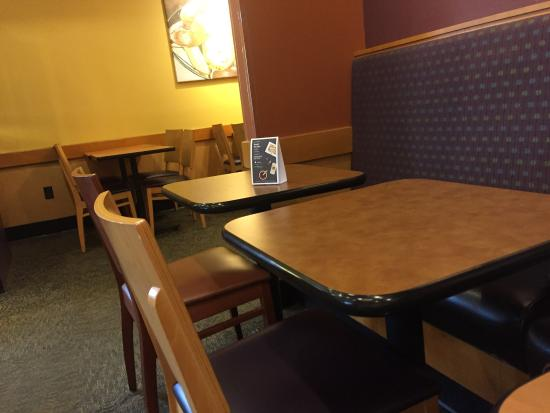 Carlisle, Pensilvania: tables too close together right next to us