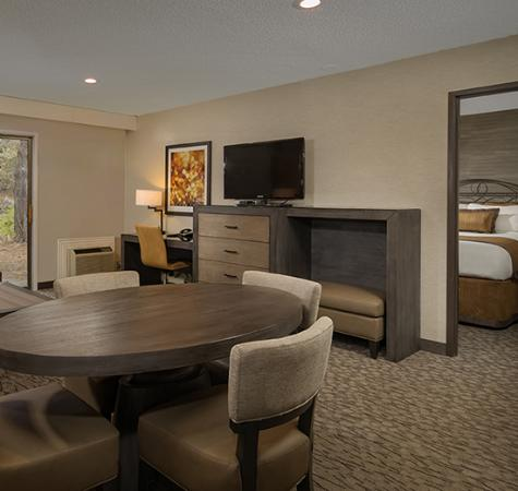 The Riverhouse Hotel and Convention Center: Suite