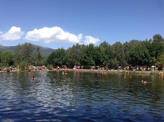 Beyond the swimming pools picture of las presillas for Piscinas naturales las presillas