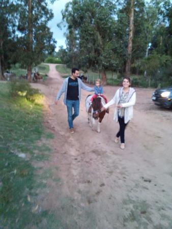 Parque El Jaguel: Paseando a nuestra hija en el Pony!