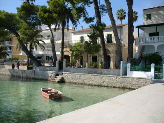 Port de Pollenca, Spain: Pine walk ;architecture Paseo Vora Mar