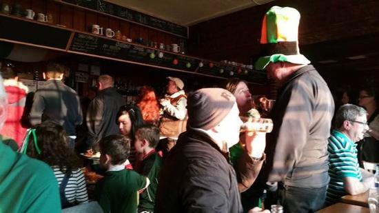 Duncannon, Irlandia: The craic on Paddy's Day