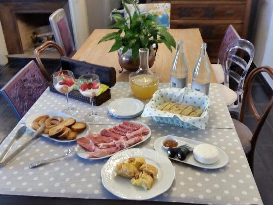 Priocca, Italien: Unser Morgenessen für zwei Personen