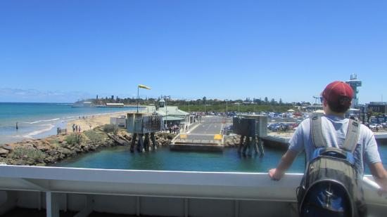 Queenscliff, Australia: Coming into harbor...beach area just within walking to the left