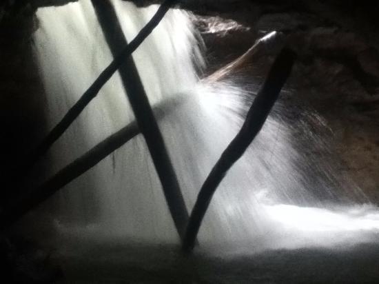 Cotundo, Ekuador: caverna del cañon