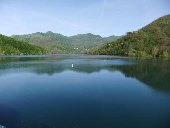 Torriglia, อิตาลี: Il Lago visto dalla diga