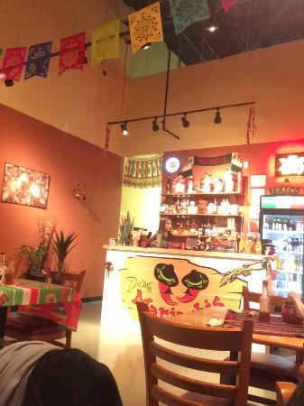 Aurora, Canadá: Dos Mariachis bar