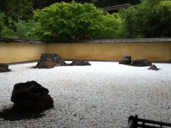 Saratoga, CA: Zen rock garden, so peaceful.