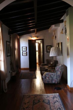 La Asomada del Gato: Коридор в отеле