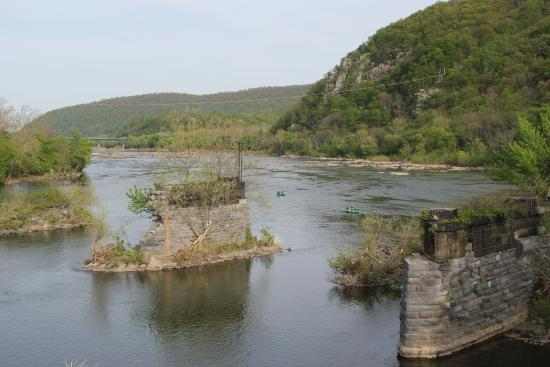 Harpers Ferry, Virginia Occidental: View from the footbridge to the C&O Canal