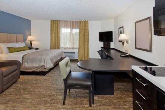 Candlewood Suites Dallas-By the Galleria: Queen Studio Suite