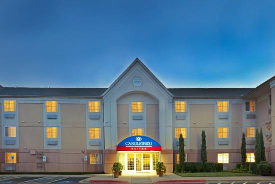 Candlewood Suites Dallas-By the Galleria: Hotel Front View