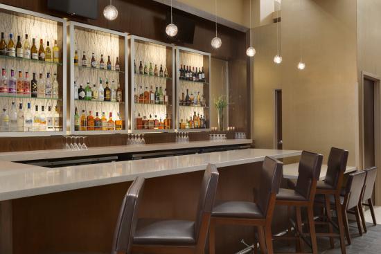 North Canton, OH: Lobby bar