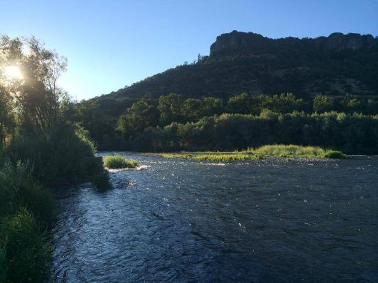 เซนทรัลพอยต์, ออริกอน: Summer sunsets on the river .