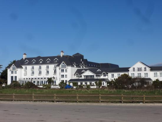 Garryvoe Hotel: pretty building