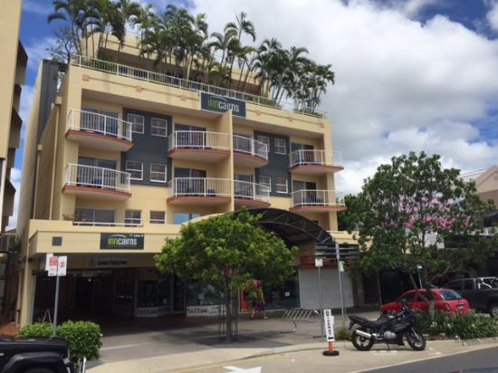 Inn Cairns Boutique Apartments: Front of Building