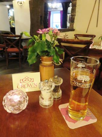 Pantygelli, UK: Civilized dining in The Crown Pub (27/Apr/16).