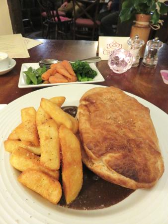 Pantygelli, UK: Steak & Ale Pie with Hand Cut Chips at The Crown (27/Apr/16).
