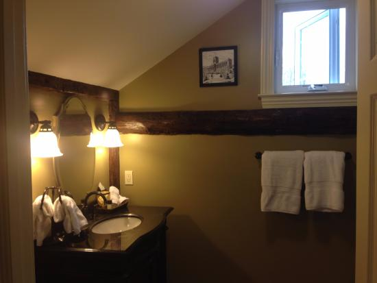 Salisbury Mills, NY: Beautiful exposed beams
