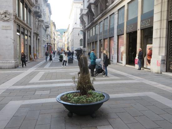 Statua di Umberto Saba di Trieste