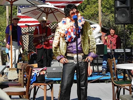Duncans Mills, CA: Larry Castillo channels Elvis at the Blue Heron