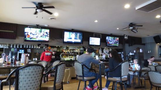 Sage Pub & Liquor Store : Interior