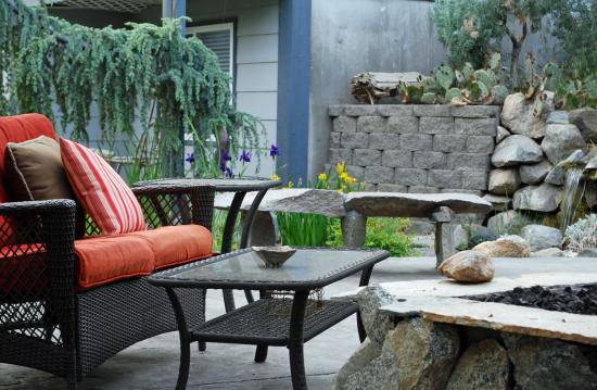 Cherry Chalet: Outdoor patio gas fire pit