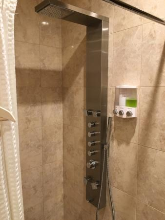 Fairport, Estado de Nueva York: Inside Shower