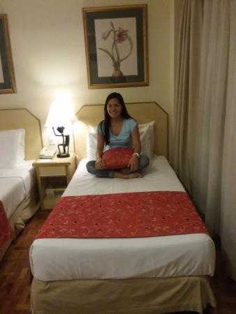 โรงแรมโลตัสการ์เด้น: Enjoying the bed