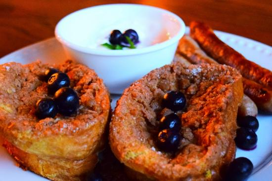Alaska House of Jade Bed and Breakfast : Baked Blueberry Strussel French Toast