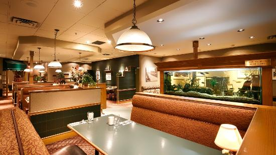 Baker Street Grill: Aquarium Seating