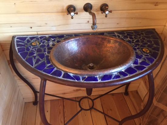 Pine Mountain Club, CA: The master bath sink was worth a photo.