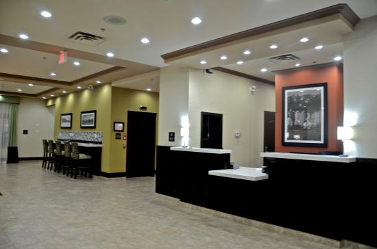 Best Western Pacific Inn: Front Desk and Lobby