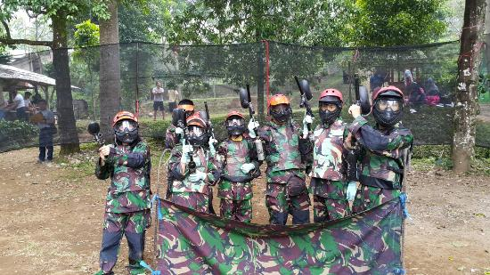 Subang, Indonesien: Paint ball di Capolaga